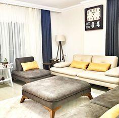 Zeynep hanımın her odasında modern çizgide tercihlerin hakim olduğu evinin odağında rahatlık ve konfor var. Ağustos ayındaki düğünlerinden sonra yaşamaya başlayacakları evlerini dekore ederken biz eve...