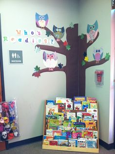 Who's Reading Owl bulletin board! OH MY GOSH, I definitely love this and now want this owl bulletin. TOO stinkin cute!