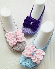 Hi, Crochet lovers, are you thinking of some crochet projects in the early Spring? This pretty set of crochet Mary Jane slippers are an easy and warm project we Crochet Shoes, Crochet Slippers, Diy Crochet, Boot Cuffs, Yarn Crafts, Mary Janes, Crochet Projects, Free Pattern, Crochet Necklace