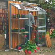Bespoke, made-to-measure Lean-to greenhouses At Dovetail our lean-to greenhouses cover a whole range of variant sizes and design. Bespoke lean-to greenhouses