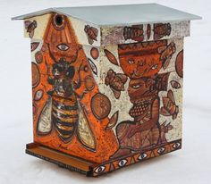 Amazing beehive art by Christophe RONEL. Bee Hives Boxes, Bee Boxes, Bee Feeder, Beehive Design, Bee Hive Plans, Raising Bees, Bee Do, Bee Friendly, Bee Theme