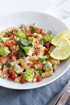 Snelle pasta met zalm & romanesco http://degenietendefoodie.nl/2016/snelle-pasta-met-zalm-romanesco/