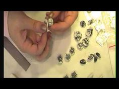Tutorial for shaded black and white flower cane (in Italian). At the end, she shows how to make swirl beads from the scraps, then shows how to use them in jewelry.