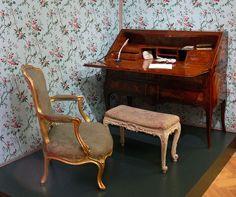 Secure and Efficient Antique Furniture Removal Antique French Furniture, Antique Chairs, Classic Furniture, Furniture Styles, Shabby Chic Furniture, Vintage Furniture, Furniture Design, Furniture Ideas, Antique Desk