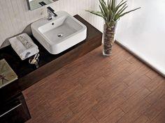 Pour une salle de bains chaleureuse at authentique, mettez une petite touche de bois ! Les revêtements de sol en grés cérame ont la côte et imitent parfaitement le bois avec un choix de nuances très varié. Besoin d'inspirations ?  Un projet d'aménagement ou de rénovation ? Contactez-nous!  #bois #wood #grescerame #salledebains #bains #bathroom #deco #design #interieur #maison #decoration #scandinave #nature #carrelage Carpet Remnants, Axminster Carpets, Carpet Stores, Buy Carpet, Glazed Tiles, Cheap Carpet Runners, Coron, Porcelain Tile, Wall Tiles