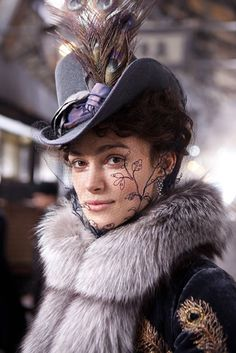 Keira Knightley in the title role of Anna Karenina Period and costume drama Keira Knightley, Keira Christina Knightley, Anna Karenina, Style Russe, Mode Costume, Retro Mode, Love Hat, Period Costumes, Russian Fashion