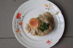 Pasteitje met kippenragout: oma's recept voor kerst Dutch Recipes, Snack Bar, Grocery Store, Love Food, Bakery, Food And Drink, Lunch, Snacks, Meat