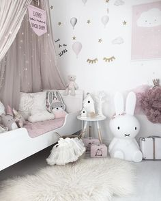 Goodmorning sunny saturday! Today we woke up to a lovely day with a pink sky! Have a great day! #mykindoflikeinspo . . . #mittbarnerom #barnerom #barnrumsinspo #barneromsinspo #barnrumsinredning #barnrumsinspiration #babyroom #kidsroom #kidsrooms #kidsroominspo #kidsroomdecor #kidsroominterior #inspoforflickor #inspo_pinky_baby #inspirationforflickor #littleshabbyy #mynordicroom #interiorandhome #nordichome #nordiskehjem #nordicinspiration #miffylamp #miffy #sänghimmel #childrensr...