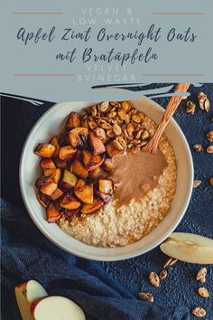 Apple Cinnamon Overnight Oats with fried apples - the perfect winter breakfast for busy people. Healthy, tasty, plant-based and insanely delicious. Roasted Apples, Fried Apples, Roasted Pumpkin Seeds, Roast Pumpkin, Quick Recipes, My Recipes, Whole Food Recipes, Vegan Recipes, Overnight Oats