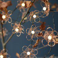 Une guirlande lumineuse décorée de fils de cuivre - Marie Claire Idées