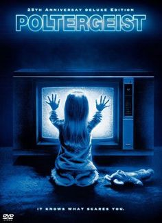 Poltergeist is a 1982 American horror film, directed by Tobe Hooper and co-written and produced by Steven Spielberg. Horror Movie Posters, Best Horror Movies, 80s Movies, Scary Movies, Great Movies, Classic Horror Movies, Films Récents, Films Cinema, Love Movie