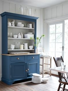 Show off your seashell collection on the Chichester open-rack dresser in Blakeney Blue, from The painted-wood kitchen… Dining Room Dresser, Kitchen Dresser, Dining Room Bar, Kitchen Paint, Kitchen Furniture, Kitchen Buffet, New Kitchen, Paint Furniture, Furniture Makeover