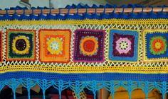 SOOOO !!   Wegen der großen Nachfrage habe ich beschlossen   eine Anleitung für diese schöne Hippiegardine  zu posten.   Ich habe sie vor... Thread Crochet, Filet Crochet, Crochet Stitches, Crochet Patterns, Crochet Carpet, Crochet Home, Diy Crochet, Crochet Curtains, Diy Curtains