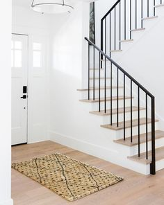 Black Stair Railing, Wrought Iron Stair Railing, Iron Staircase, Iron Balusters, Metal Stairs, Staircase Railings, Modern Stairs, Staircase Design, Black Stairs