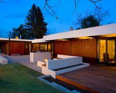 Deck para uma residência contemporânea