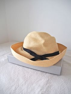 mature ha.:BOXED HAT very comfotable, simple and easy