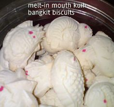 A very nice melt-in mouth sago biscuit [kuih bangkit] recipe from a friend which I have used many, many times and received instant liking b...