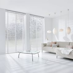 Witte houten jaloezieën Curtains With Blinds, Interior, Living Room Blinds, Home Decor, House Interior, White Wooden Blinds, Home Interior Design, Curtain Decor, Wooden Blinds Bedroom