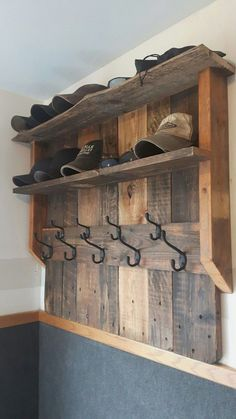 Creative Wooden Pallet Projects DIY Ideas Creative Wooden Pallet Projects DIY Ideas wood projects - wood projects for beginners - wood projects diy - wood projects that sell - wood projects for the home - usefu Wooden Pallet Projects, Diy Pallet Furniture, Diy Furniture Projects, Wooden Pallets, Wooden Diy, Pallet Wood, Painted Furniture, Rustic Furniture, Antique Furniture