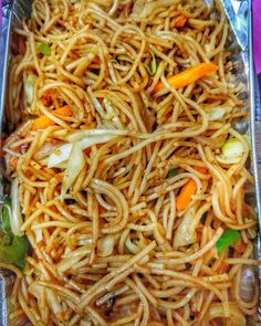 Vegetarian chowmein - Indian street food via FoodPorn on October 08 2018 at Indian Food Recipes, Asian Recipes, Vegetarian Recipes, Cooking Recipes, Party Food Ideas Indian, Maggi Recipes, Snap Food, Food Snapchat, Indian Street Food