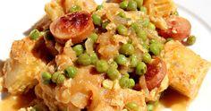 Tortilla guisada con trocitos de salchicha, guisantes y una rica y fácil salsa. Salsa, Risotto, Potato Salad, Tortilla, Potatoes, Rice, Ethnic Recipes, Food, Snap Peas