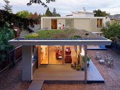 Lauren Schneider of Wonderland Garden planted the living roof on this modern home in Menlo Park, California, w/succulents, aloe, viviums, and ice plant. Architect: J Feldman. Photo: Joe Fletcher. | Tiny Homes