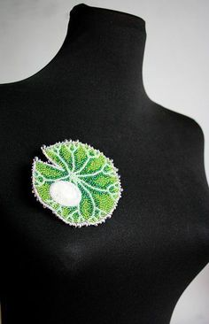 Купить или заказать брошь 'Летний дождь' в интернет-магазине на Ярмарке Мастеров. Брошь в технике вышивки, капля росы - кабошон горного хрусталя. Брошь сделана на конкурс 'BEADSKY Brooches -…