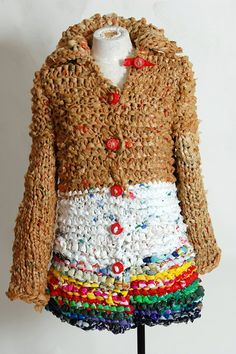 Plastic Arts--This jacket is made entirely from plastic grocery bags and plastic bottle caps as buttons. Plastic Bag Crafts, Plastic Bag Crochet, Recycled Plastic Bags, Plastic Grocery Bags, Plastic Bottle Caps, Cotton Cord, Recycled Fashion, Recycled Clothing, Upcycled Crafts