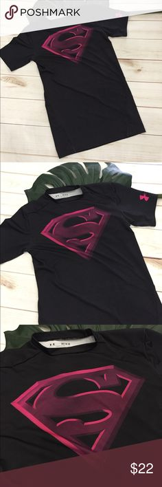 "🎊Under Armour fitted superman DC tee for workout 🎊Under Armour fitted superman DC tee for workout or running errands. This is a stretchy shirt but also fitted for workout. Could also fit a small. Copywrited by D.C. comics. Black work pink and plum graphics. Preloved in excellent condition. Pit to pit is 15"" and very stretchy. Length is 24"". Under Armour Tops Tees - Short Sleeve"