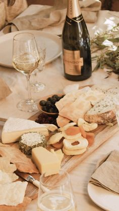 The perfect at home Using a long oak platter, add Yarra Valley triple cream brie and Yarra Valley goats cheese, house m Party Platters, Food Platters, Cheese Platters, Wine Tasting Party, Wine Parties, Party Food And Drinks, Wine Cheese, Football Food, Food N