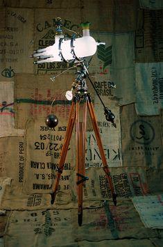 lampe en matériaux recyclée par Bruno Gerard, Lampiste