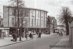 Wortelboer aan de 's Gravelandsewg te Hilversum.  In het gebouw naast Wortelboer op nr. 6 was de Standaard Boekhandel te vinden tot 1969