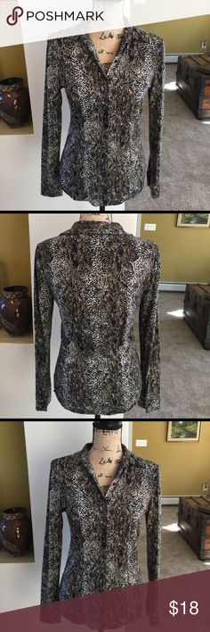 🌺🦋 ANN TAYLOR 🦋🌺 Gorgeous Button Down  Blouse 🌺🦋 ANN TAYLOR 🦋🌺 Gorgeous Button Down  Blouse has great stretch material is 95% rayon and 5% spandex.  The buttons are super attractive, this looks awesome with everything jeans, slacks, skirt or capris.  Preloved in great condition. Ann Taylor Tops Button Down Shirts