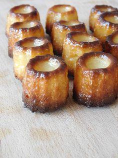 Les cannelés bordelais, encore une gourmandise facile à faire et tellement délicieuse. Je vous propose une version classique, sucrée et parfumée au rhum, mais vous pouvez très bien les détourner en version salée pour l'apéritif.