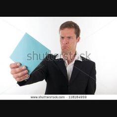 """Desenlace: El jefe recaudar dinero para Lencho, y mandó a Lencho de """"Dios"""". Pero no pude recaudar todo de los cien pesos. Cuando Lencho abrió la carta de """"Dios"""", estuvó enojado porque tuvó menos de cien pesos y escribió una otra carta a Dios porque creó que los carteros le robaron."""