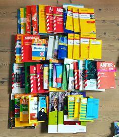 Hi, auch ich habe mein Abitur dieses Jahr absolviert und viele (nun) unnütze Bücher zu Hause rumfliegen. Von Starkhefte bis Lektürenschlüssel und Klett Vorbereitungsbüchern ist alles dabei. Wer eine genau Liste der Bücher haben möchte und genau Preise einfach melden: Mail: random.art@gmx.de