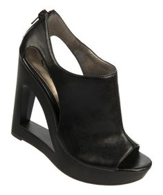 Black Kiss Wedge