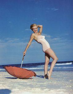 Marilyn Monroe by Andre De Dienes-1949