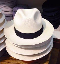 Cappelli berretti negozi shop online e-commerce  #borsalino #tesi #caps #hats #stores #shop #ravenna #italy #vintage #revival #unisex #elegant #classy #classic #preppy #travelfashion #objects #books #style #lifestyle #shopping #accessories #accessori #hatter #cappellaio #cappelleria #boutique #panama #rafia