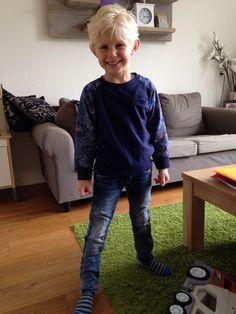 Dit is Ryan, 5 jaar en 115 cm. lang hij draagt van Dutch Dream Denim de NDogo in maat 116.de Ndogo kost  € 32,95 en  verkrijgbaar in maat 92 t.m. 164. Hij is er helemaal blij mee en staat hem super stoer!! www.vip-kidz.com #kinderkleding #Dutchdreamdenim #onlineshoppen