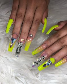 Mar 2018 - Despite the variety of possible nail art designs gold nails are still popular. In this post, you`ll find the best ideas how to decorate your manicure with gold nails. Aycrlic Nails, Glam Nails, Bling Nails, Hair And Nails, Bling Nail Art, Nail Swag, 21st Birthday Nails, Card Birthday, Birthday Quotes