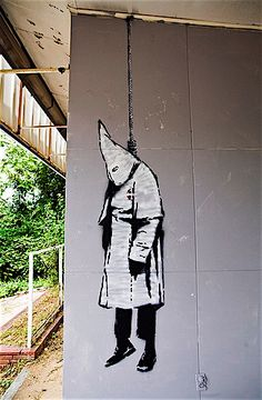 Just to be clear, Banksy thinks the kkk sucks. Apparently someone in Alabama disagrees, because some dope painted over the graffiti hours later.   #banksy - more streetart @ www.streetart.nl