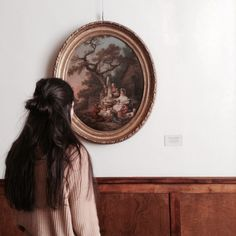 earthy colors / human / paint / wood / back / long hair Tableaux Vivants, Art Hoe, House On A Hill, Foto Pose, Oeuvre D'art, Portrait, Les Oeuvres, Art Museum, Indie