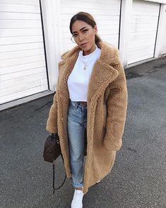 61 trendy Ideas for sneakers outfit fashion style jeans Summer Fashion Outfits, Fall Winter Outfits, Fashion Week, Trendy Fashion, Kids Fashion, Winter Fashion, Fashion Spring, Style Fashion, Winter Ootd