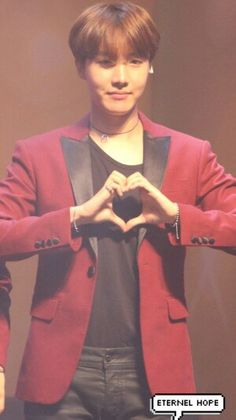 J-Hope making hearts for Army  #hopi #bts
