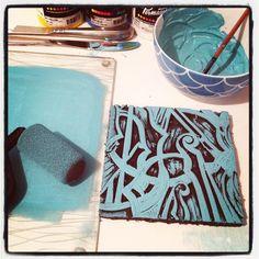 Violin block inked up and ready for fabric printing... Printmaking #violins #violinart #blockprint #inked #inkedup #permaset_aqua #ecofriendlyink #design #shelleyhughesartist #myart #textiledesign #music #musicart #fabricprinting #vintagegroove #etsyseller #stringinstrument #strings