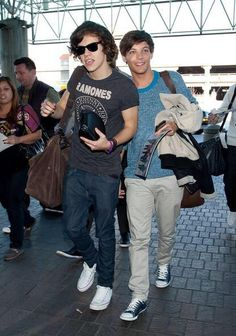 harry and louis at the airport