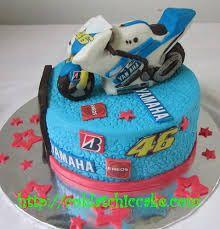 Afbeeldingsresultaat voor cake valentino rossi Bike Cakes, Valentino Rossi, Motogp, Baby Car Seats, Lunch Box, Cooking, Desserts, Truck, Food
