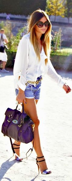 Summer outfit: white top, blue denim shorts, oversize Mulberry Alexa handbag and strappy heels. Love this look! Look Fashion, Teen Fashion, Fashion Beauty, Womens Fashion, Fashion Trends, Fashion Ideas, Fashion 2015, Fashion Shoes, Fashion Images