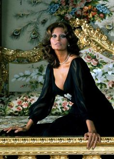 Dedicated to italian actress and beauty Sophia Loren. Divas, Most Beautiful Women, Beautiful People, Carlo Ponti, Sophia Loren Images, Sophia Loren Style, Plus Zise, Italian Actress, Italian Beauty
